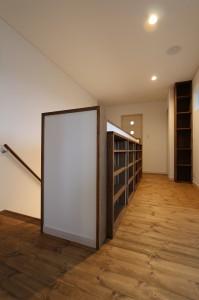 階段廻り本棚